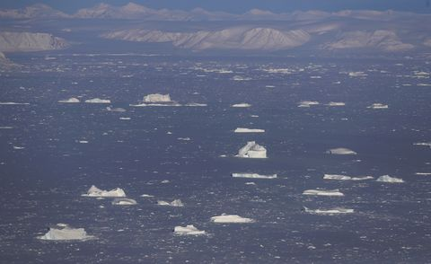 Sky, Sea ice, Ice, Iceberg, Natural environment, Ocean, Arctic, Arctic ocean, Sea, Ice cap,