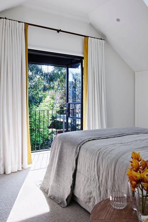 33 Minimalist Bedroom Ideas and Design Tips - Budget-Friendly Minimalism