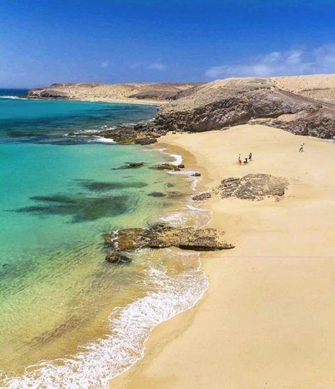 Body of water, Beach, Coast, Sea, Shore, Sand, Coastal and oceanic landforms, Ocean, Bay, Sky,