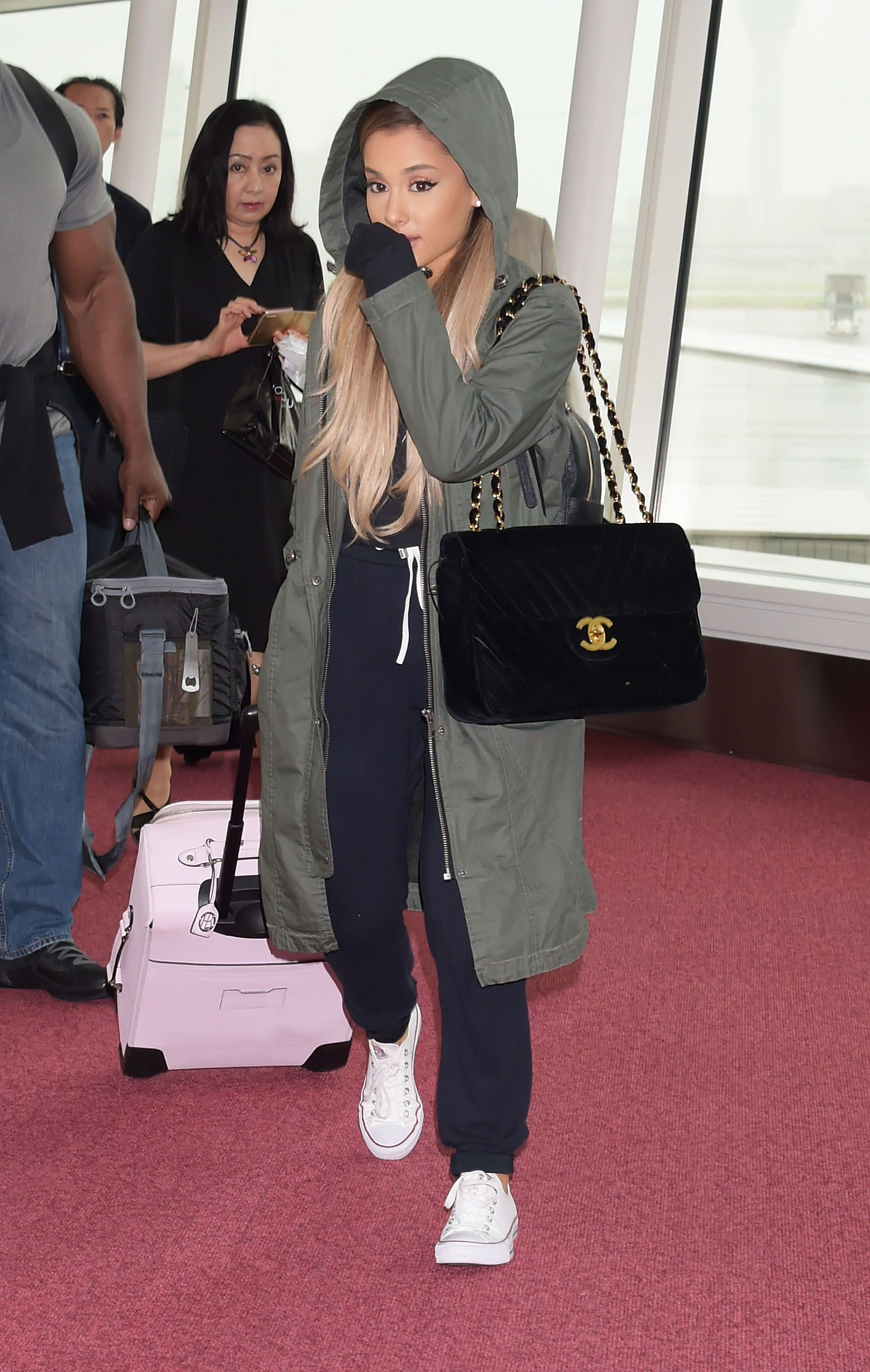 5 Cute and Comfy Airport Outfits Inspired By The Most Stylish Celebs