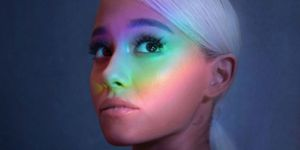 Ariana Grande low ponytail twitter