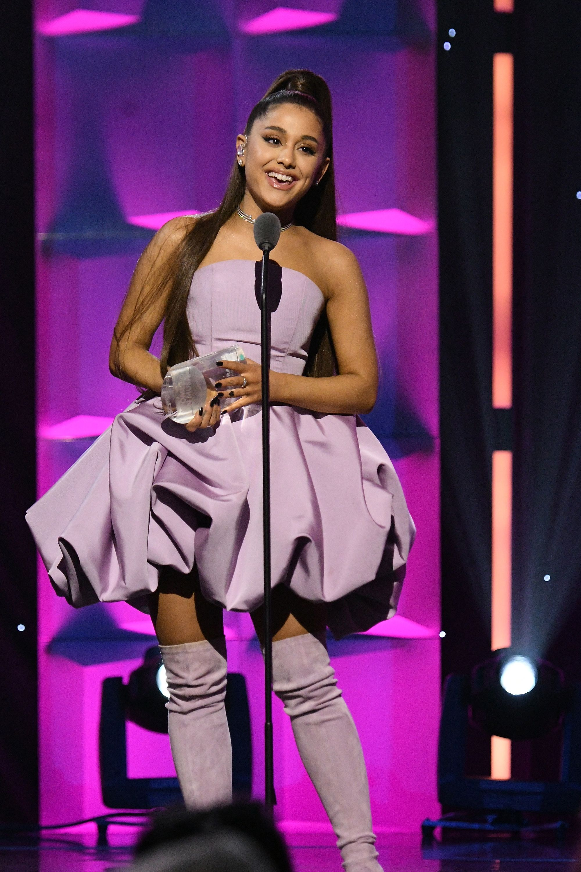 ariana grande who is she dating
