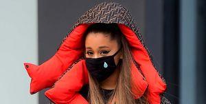Ariana Grande y su mascarilla son el horror de la semana