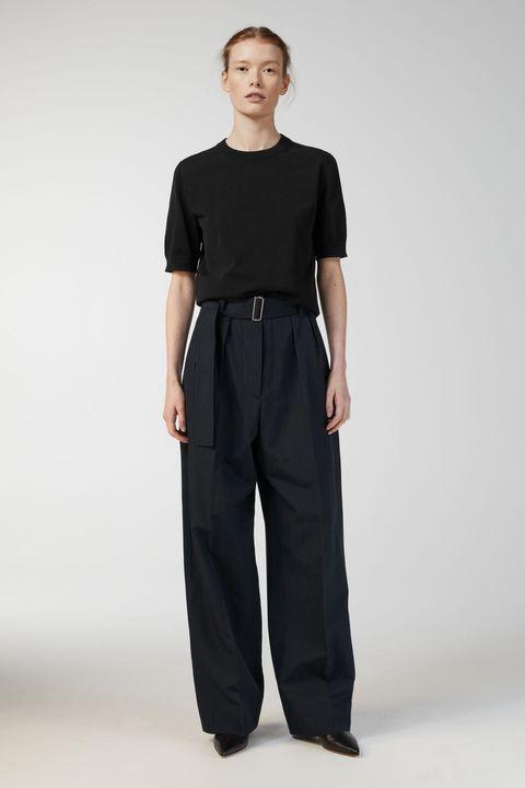Clothing, Standing, Trousers, Waist, Sportswear, Pocket, Sleeve, Leg, Neck, Active pants,
