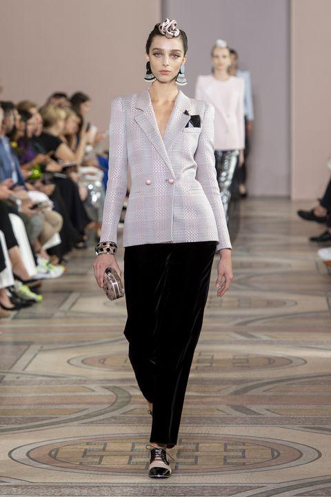 Bekijk de looks van deGiorgio Armani Privé Couture Herfst 2019 show hier.