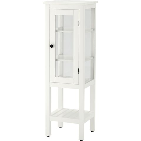 Baño: Armario con vitrina superior, modelo Hemnes, de Ikea.