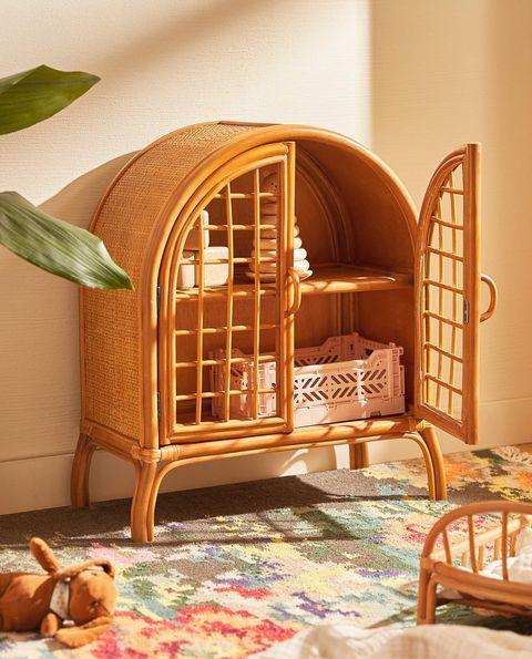 armario de juguete de ratán