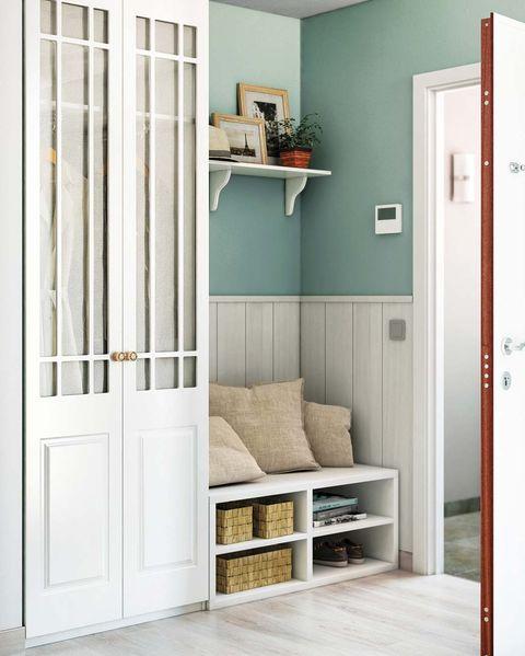 armario alto en el recibidor