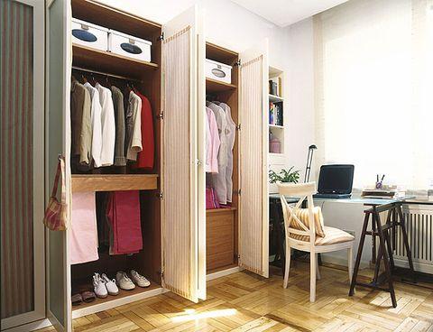 D nde colocar un armario en el dormitorio for Armario de pared con entrada equipada