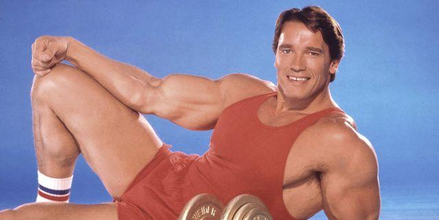 La rutina de ejercicios retro dentro de casa de Schwarzenegger