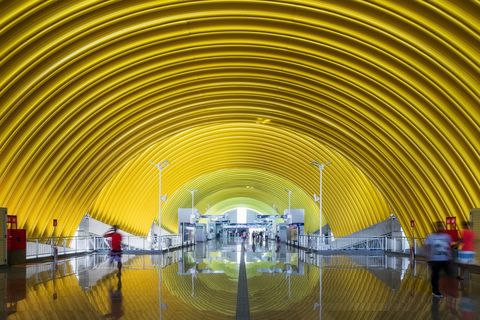 Arquitectura contemporánea brasileña con color. Estações da Linha 2 - CCR Metrô Bahia, de JBMC Arquitetura e Urbanismo.