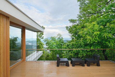 Una casa de montaña de diseño minimal y moderno