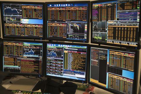 arrangement of computer monitors