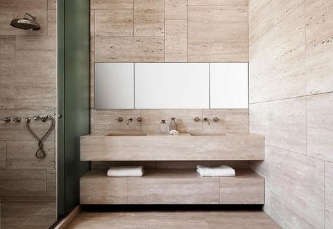 https://hips.hearstapps.com/hmg-prod.s3.amazonaws.com/images/arredamento-bagno-classico-moderno-oggetto-editoriale-800x600-1528821210.jpg?resize=480:*