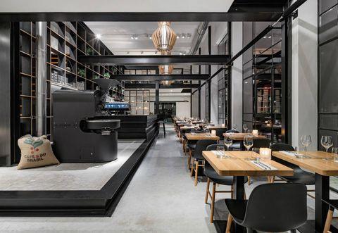 Arredamento In Stile Industriale Per Un Bar In Un