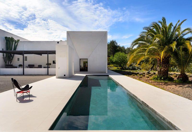 Mobili Da Esterno Per Piscina : Arredamento e stile minimal per una villa con piscina a ibiza