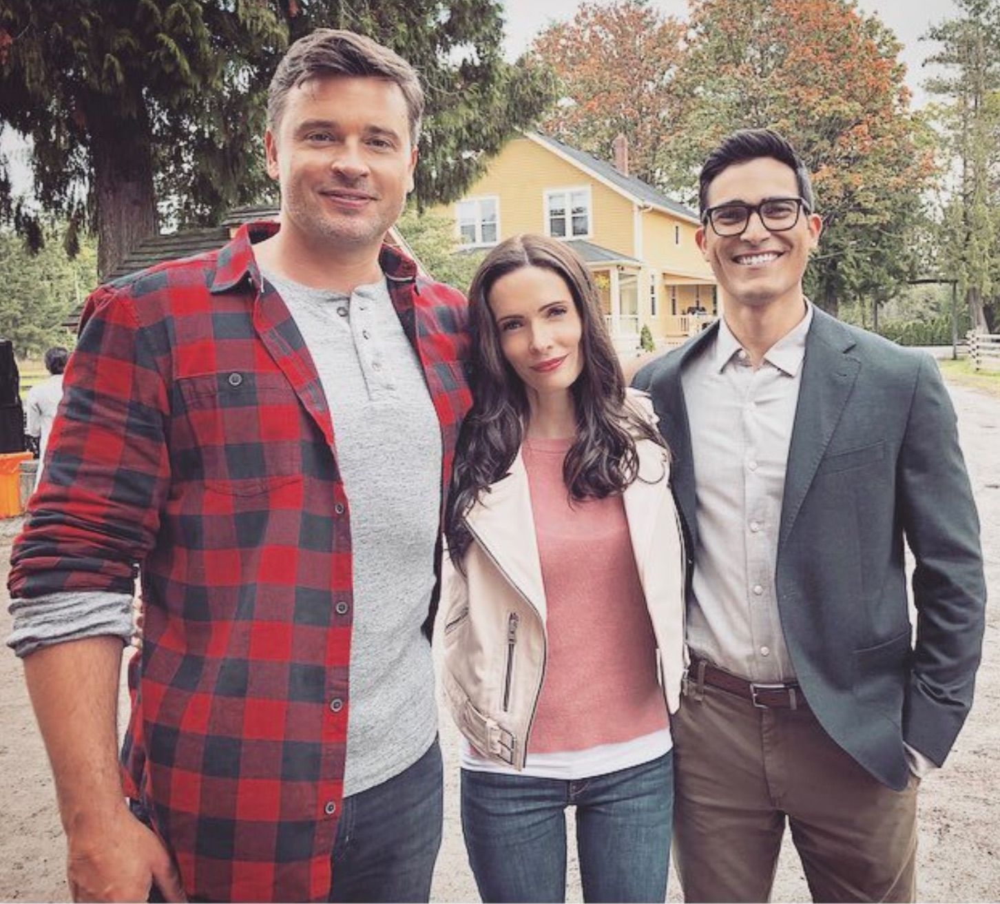 Smallville's Clark Kent meets Arrowverse's Superman and Lois Lane in crossover preview