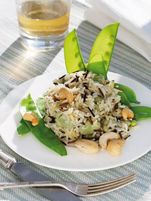 arroz con tirabeques y anacardos