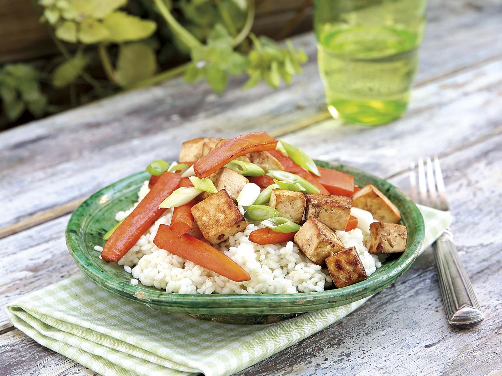 Arroz con verduras y tofu