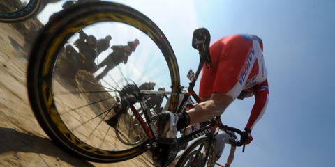 Bicycle tire, Bicycle wheel, Wheel, Tire, Bicycle wheel rim, Bicycle frame, Bicycle part, Bicycle, Spoke, Bicycle fork,