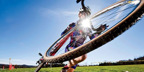 Bicycle tire, Leisure, Summer, Bicycle, Bicycle wheel, Spoke, Sunlight, Stunt performer, Cool, Extreme sport,