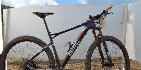Bicycle tire, Bicycle wheel, Tire, Bicycle wheel rim, Bicycle frame, Bicycle fork, Bicycle part, Bicycle handlebar, Spoke, Bicycle,