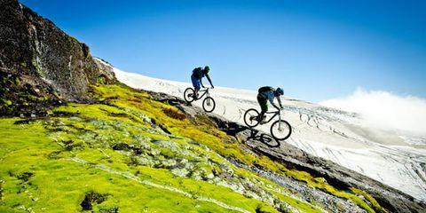Wheel, Bicycle wheel, Bicycle frame, Bicycle tire, Bicycle wheel rim, Bicycle, Recreation, Mountain bike, Slope, Cycling,