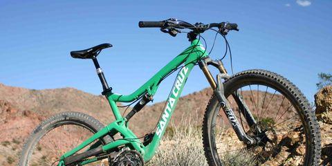 Tire, Bicycle tire, Bicycle wheel, Bicycle frame, Wheel, Bicycle fork, Bicycle wheel rim, Bicycle part, Spoke, Bicycle stem,
