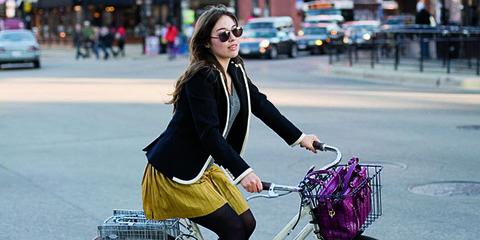 Bicycle tire, Bicycle wheel, Bicycle wheel rim, Wheel, Bicycle frame, Bicycle part, Bicycle, Road, Land vehicle, Bicycle accessory,