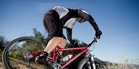 Bicycle frame, Bicycle tire, Wheel, Tire, Bicycle wheel rim, Bicycle wheel, Bicycle fork, Mountain bike, Bicycle handlebar, Bicycle part,
