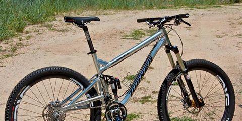 Bicycle tire, Tire, Bicycle frame, Bicycle wheel, Bicycle wheel rim, Wheel, Bicycle fork, Bicycle part, Spoke, Bicycle handlebar,
