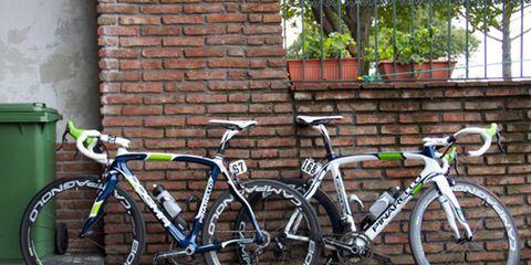 Bicycle frame, Bicycle tire, Bicycle fork, Tire, Bicycle wheel rim, Bicycle wheel, Bicycle handlebar, Bicycle saddle, Bicycle part, Bicycle stem,