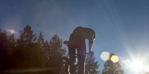 Wheel, Tire, Bicycle wheel, Bicycle, Stunt performer, Bicycle motocross, Cycling, Bicycle tire, Stunt, Sunlight,