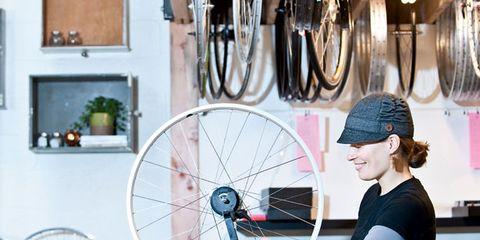 Bicycle wheel rim, Bicycle tire, Bicycle part, Spoke, Rim, Bicycle frame, Bicycle, Groupset, Auto part, Bicycle wheel,