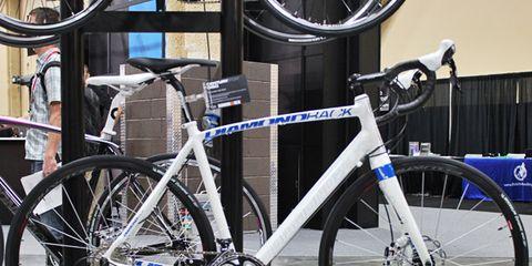 Tire, Bicycle tire, Wheel, Bicycle wheel, Bicycle frame, Bicycle wheel rim, Mode of transport, Bicycle part, Bicycle fork, Spoke,