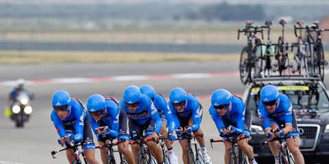 Clothing, Tire, Wheel, Mode of transport, Bicycle jersey, Bicycle handlebar, Bicycles--Equipment and supplies, Bicycle helmet, Helmet, Land vehicle,