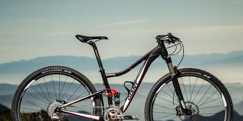Bicycle tire, Bicycle frame, Tire, Bicycle wheel, Wheel, Bicycle wheel rim, Bicycle fork, Mode of transport, Bicycle part, Bicycle handlebar,