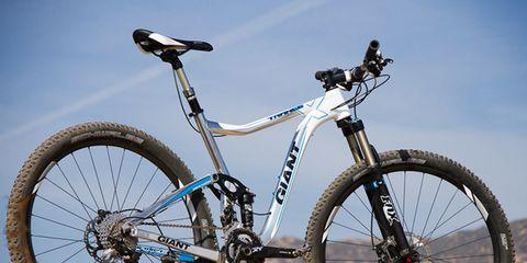 Bicycle tire, Tire, Bicycle wheel, Wheel, Bicycle wheel rim, Bicycle frame, Bicycle fork, Bicycle part, Spoke, Bicycle handlebar,