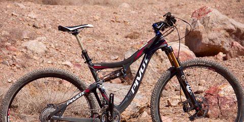Bicycle tire, Bicycle wheel, Bicycle frame, Tire, Wheel, Bicycle wheel rim, Bicycle fork, Bicycle handlebar, Bicycle part, Spoke,