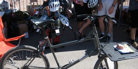 Tire, Bicycle tire, Wheel, Bicycle frame, Bicycle wheel rim, Bicycle wheel, Bicycle fork, Bicycle part, Bicycle, Bicycle handlebar,