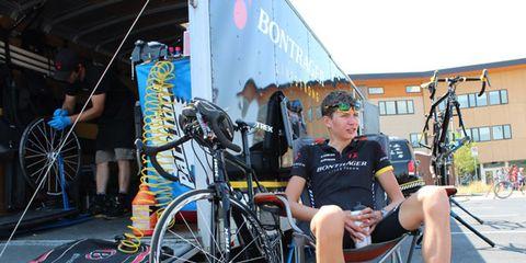 Footwear, Bicycle tire, Bicycle frame, Bicycle wheel rim, Bicycle wheel, Bicycle part, Bicycle fork, Shoe, Spoke, Rim,