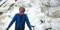 Bicycle wheel, Tire, Wheel, Bicycle frame, Bicycle tire, Winter, Bicycle wheel rim, Bicycle, Helmet, Bicycle helmet,