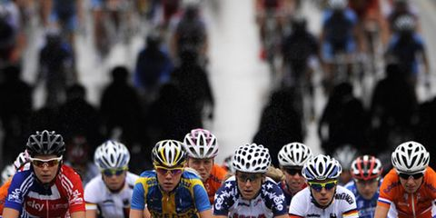 Tire, Bicycles--Equipment and supplies, Bicycle helmet, Bicycle jersey, Helmet, Sportswear, Social group, Bicycle handlebar, Endurance sports, Bicycle racing,