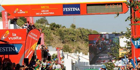 Crowd, Logo, Advertising, Signage, Pedestrian, Lane, Banner, Endurance sports, Race track, Racing,