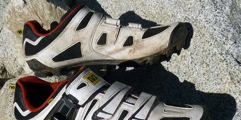 Footwear, Product, Athletic shoe, Sportswear, White, Running shoe, Bicycle shoe, Light, Logo, Font,