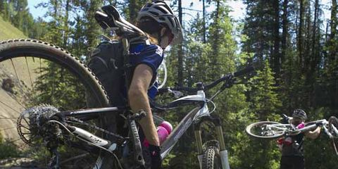 Clothing, Tire, Bicycle wheel, Wheel, Bicycle tire, Bicycle frame, Mountain bike, Bicycle wheel rim, Bicycle part, Bicycle fork,