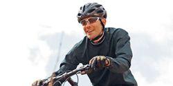 Tire, Bicycle tire, Bicycle frame, Wheel, Bicycle wheel, Bicycle wheel rim, Bicycle fork, Bicycle, Bicycle part, Bicycle handlebar,