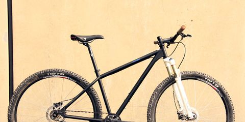 Bicycle tire, Tire, Bicycle frame, Bicycle wheel, Wheel, Bicycle wheel rim, Bicycle fork, Bicycle part, Bicycle handlebar, Spoke,