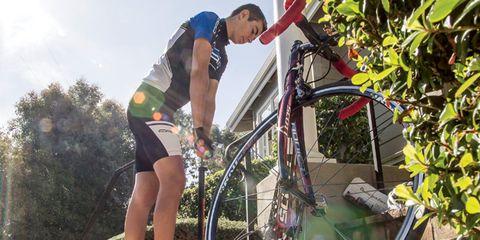 Bicycle tire, Bicycle wheel rim, Bicycle frame, Bicycle wheel, Bicycle part, Human leg, Bicycle handlebar, Bicycle, Cycling shorts, Rim,