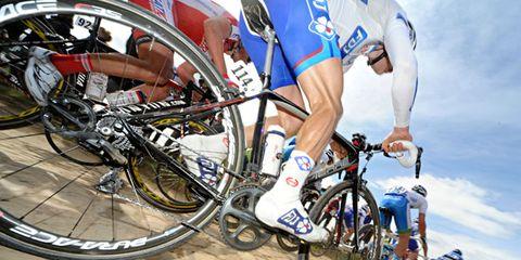 Bicycle tire, Tire, Wheel, Bicycle wheel, Bicycle frame, Bicycle wheel rim, Bicycle fork, Bicycle handlebar, Bicycle part, Bicycle,